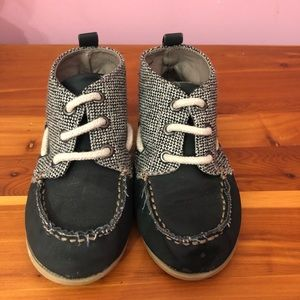 Boys old navy slip on shoes size 11 deck tweed